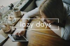 懒惰天假日休息日无忧无虑的放松假期概念 免版税库存照片