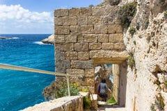 戈佐岛海岛的蓝色海在马耳他 免版税图库摄影