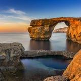 戈佐岛,马耳他-在美丽的天蓝色的窗口的日落在日落 免版税库存图片
