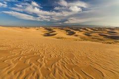 戈壁的沙丘的美丽的景色 免版税库存照片