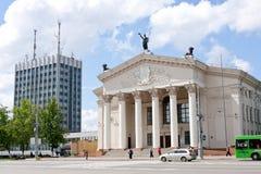 戈梅利,白俄罗斯, 2009年8月12日:在街道等等上的杂货店视图青年时期 宇航员 库存照片