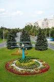 戈梅利,白俄罗斯, 2009年8月12日:对小航空器的飞行员的纪念碑 老飞机场 图库摄影