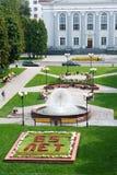 戈梅利,白俄罗斯, 2009年8月12日:有喷泉的胜利广场 图库摄影