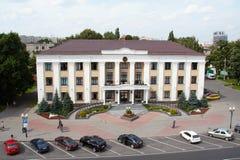 戈梅利,白俄罗斯, 2009年8月12日:胜利广场 行政大厦 库存图片
