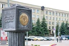 戈梅利,白俄罗斯, 2010年5月18日:里程碑 安置起点oscheta英里路 免版税库存照片
