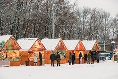 戈梅利,白俄罗斯 在列宁广场的圣诞节市场在戈梅利, B 免版税库存图片