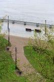 戈梅利,白俄罗斯-在河的一次洪水 堤防 库存照片
