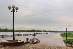 戈梅利,白俄罗斯-在河的一次洪水 堤防 免版税库存图片