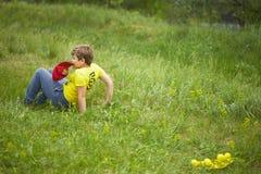 戈梅利,白俄罗斯- 2018年5月19日:孩子的室外游戏本质上在野餐的 免版税库存照片