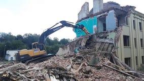 戈梅利,白俄罗斯- 2018年8月4日:富豪集团破坏性的机器大厦爆破 股票录像