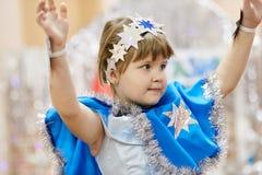 戈梅利,白俄罗斯- 2017年12月20日:新年孩子的` s假日在幼儿园 孩子4 - 5年 库存照片