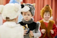 戈梅利,白俄罗斯- 2017年12月20日:新年孩子的` s假日在幼儿园 孩子4 - 5年 免版税图库摄影