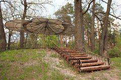 戈梅利,白俄罗斯- 2017年4月30日, :一种美好的建筑解答 没有墙壁的树荫处根据休息RANCO 图库摄影