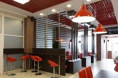 戈梅利,白俄罗斯- 2015年7月31日, :快餐连锁店汉堡大师,火车站正方形1, 免版税库存图片