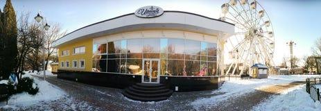 戈梅利,白俄罗斯- 2017年1月31日:伊琳娜餐馆在回顾的轮子的公园 免版税库存图片