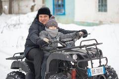 戈梅利,白俄罗斯- 2017年1月15日:国家冬天家庭假日 骑自行车在冬天的方形字体 库存照片
