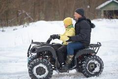 戈梅利,白俄罗斯- 2017年1月15日:国家冬天家庭假日 骑自行车在冬天的方形字体 库存图片