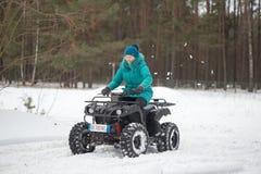 戈梅利,白俄罗斯- 2017年1月15日:国家冬天家庭假日 骑自行车在冬天的方形字体 免版税库存图片
