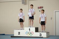 戈梅利,白俄罗斯- 2016年4月30日:在和女孩中的体育出生2005-2006自由式男孩 水上运动宫殿  库存照片