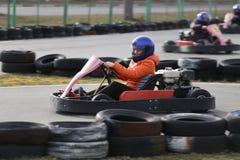 戈梅利,白俄罗斯- 2010年3月8日:在种族的非职业竞争在karting的轨道 组织的休闲 免版税库存图片