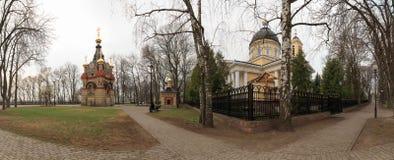 戈梅利,白俄罗斯- 2016年7月29日:在Rumyantsevs和Paskevichs的戈梅利宫殿公园合奏的全景  180度 免版税图库摄影