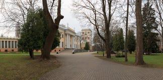 戈梅利,白俄罗斯- 2016年7月29日:在Rumyantsevs和Paskevichs的戈梅利宫殿公园合奏的全景  180度 库存图片