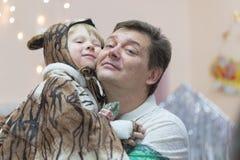 戈梅利,白俄罗斯- 2016年12月22日:新年孩子的` s假日在幼儿园 孩子3 - 4年 免版税图库摄影
