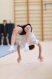 戈梅利,白俄罗斯- 2016年11月19日:2005-2006在杂技的体育竞赛在男孩和女孩中出生 免版税库存图片