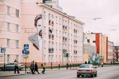戈梅利,白俄罗斯 白俄罗斯语建筑师斯坦尼斯拉夫街道画画象  库存图片
