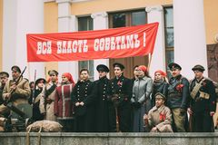 戈梅利,白俄罗斯 Reenactors以战士和水手立场的形式 免版税图库摄影