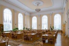 戈梅利,白俄罗斯- YANUARY 10日2017年 以列宁命名的市立图书馆,没有访客的阅览室 免版税库存照片