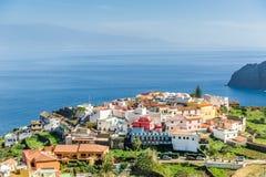 戈梅拉岛海角的典型的黄雀色村庄  库存照片
