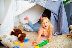 戏剧帐篷的女孩 免版税库存图片
