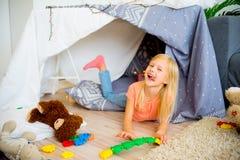 戏剧帐篷的女孩 图库摄影