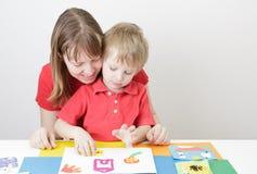 从戏剧daugh的母亲和儿子造型 免版税库存图片