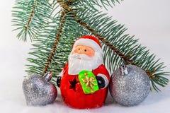 戏弄圣诞老人和球在圣诞树分支 库存图片