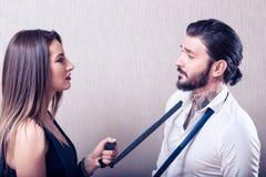 戏弄的年轻夫妇 免版税图库摄影
