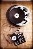 戏院电影拍板和影片轴 库存图片