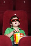 戏院的一个男孩 免版税库存照片