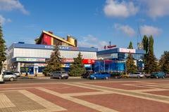 戏院Mir和购物中心 钓鱼者 俄国 图库摄影