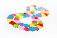 成串珠状五颜六色的塑料 免版税库存照片