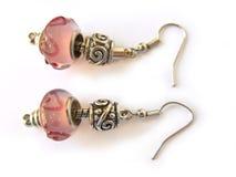 成串珠状五颜六色的耳环 免版税库存照片