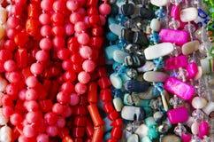成串珠状五颜六色的项链 库存照片