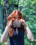 成串珠状女孩头发的红色 库存图片