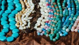 成串珠状女性 一小块玻璃、石头或者相似的材料 免版税库存照片