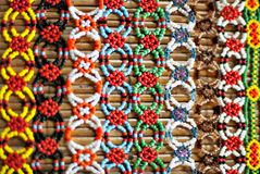 成串珠状工作的五颜六色的Murut 图库摄影
