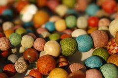 成串珠状木 免版税库存图片