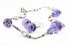 成串珠状玻璃紫色 免版税库存照片