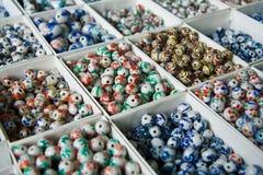 成串珠状瓷 库存图片