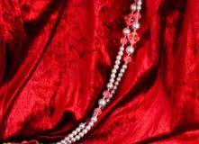 成串珠状红色天鹅绒 库存照片